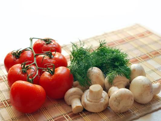 六个西红柿和蘑菇桌垫上的高清壁纸