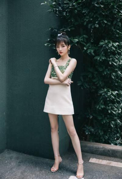 任敏绿色钻石连衣裙