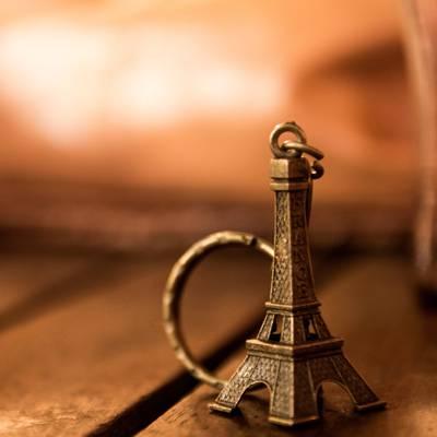 黄铜巴黎埃菲尔塔keychain高清壁纸的特写摄影