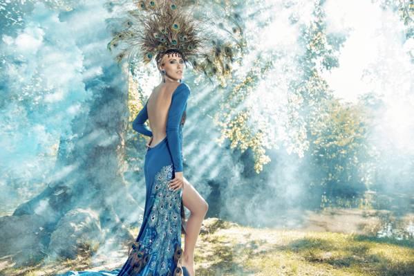 壁纸风格,模型,化妆,服装,女孩,森林,服饰,孔雀羽毛