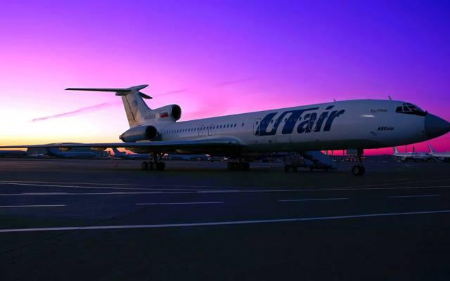 底盘,翼,日落,翼,停车场,UTair,天空,斜坡,引擎,乘客,飞机,乘客,平台,...  -