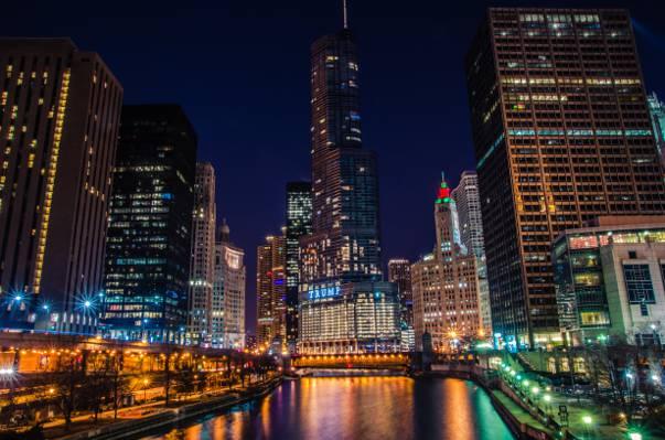 在夜间点燃高层建筑,芝加哥高清壁纸