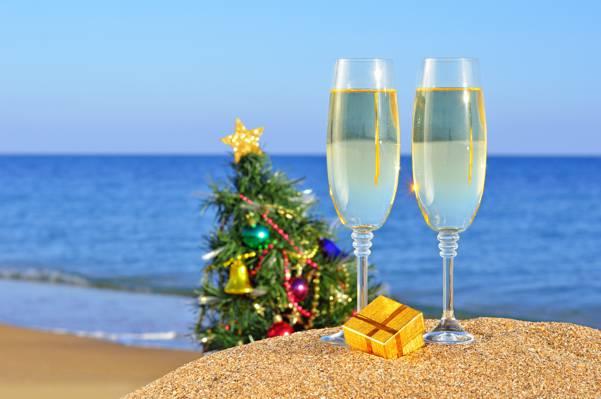 壁纸假期,礼物,树,圣诞节,玩具,沙滩,沙,海,新年,新年,眼镜,海洋,...