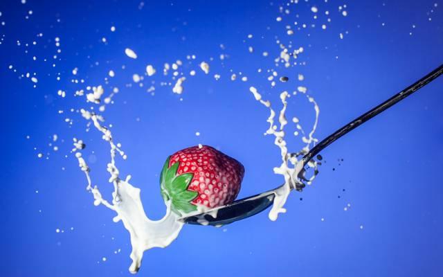 喷,牛奶,勺子,草莓,浆果