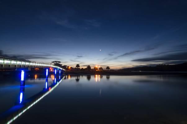 游戏中时光倒流摄影在桥旁边的水的身体日出时高清壁纸