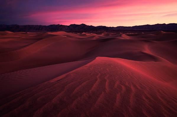日落时分的棕色沙漠高清壁纸