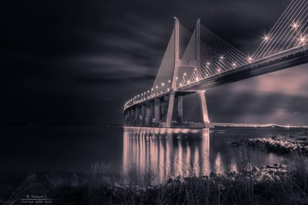 灰度吊桥,葡萄牙,里斯本的照片高清壁纸
