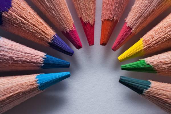 八着色铅笔的照片高清壁纸