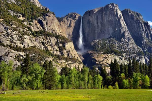 瀑布在山边景观摄影高清壁纸