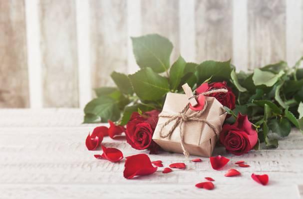 红玫瑰,芽,情人节那天,爱,玫瑰,花瓣,浪漫,玫瑰,礼物,红色,鲜花