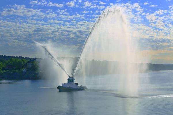 水炮,斯德哥尔摩,斯德哥尔摩,瑞典,拖船,致敬,港口,瑞典,喷泉