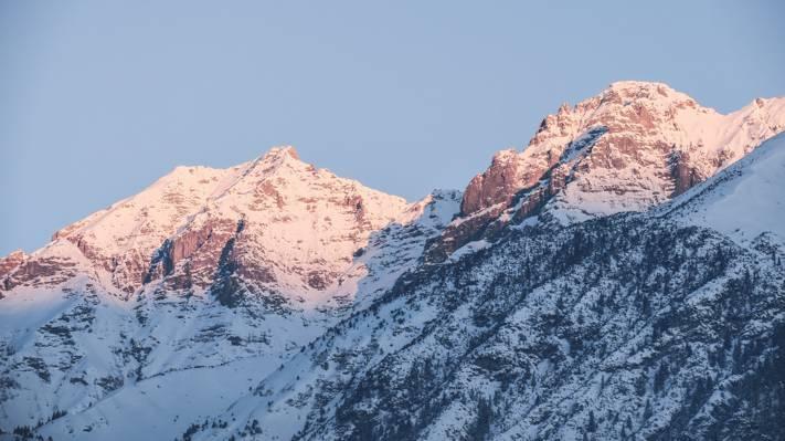 被雪包围的山的摄影HD壁纸