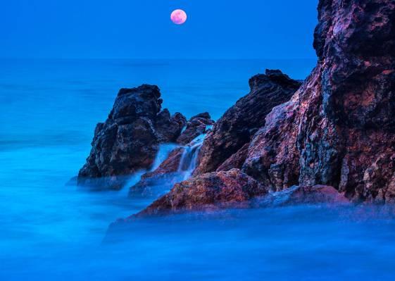 在夜间,多米诺,点多米诺高清壁纸夜间雾的岩层