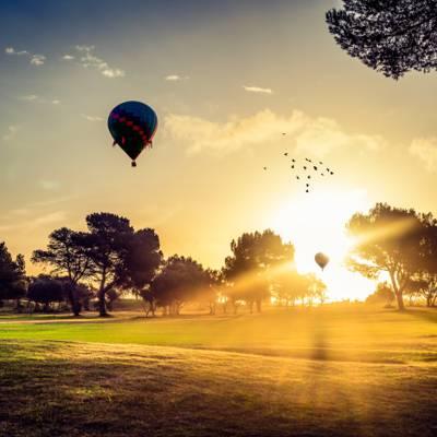 热气球在日落风景高清壁纸