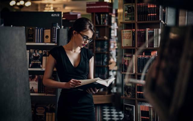 阅读,马克西姆Guselnikov,布里纳,Karina Maksimova,书,图书馆