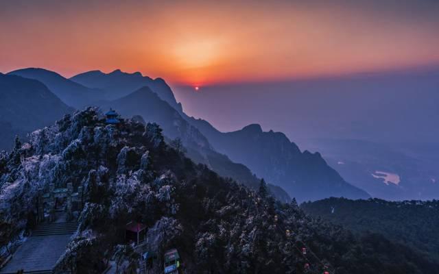 落日下的江西庐山风景
