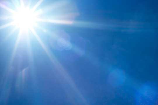 太阳照射天空
