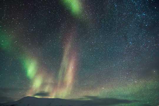 让人震撼的奇特极光风光图片