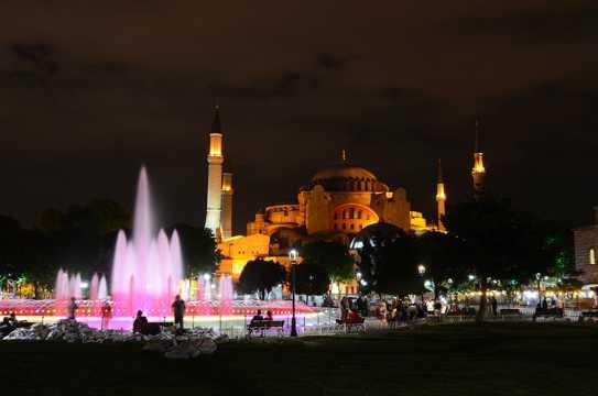 土耳其索菲亚大教堂夜景图片