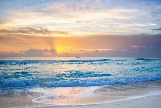沙滩浪潮朝阳图片