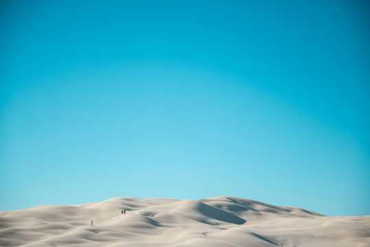 空阔荒芜大漠景致图片