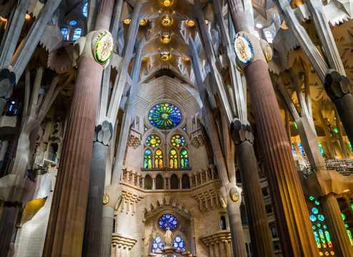 巴塞罗那圣家族大教堂内部建筑图片