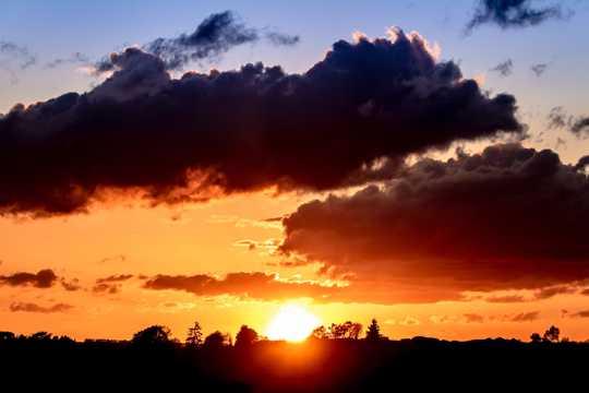 太阳落山唯美图片