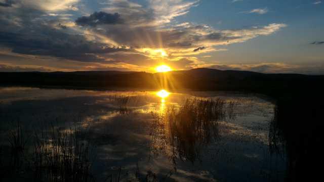 河流夕阳唯美图片