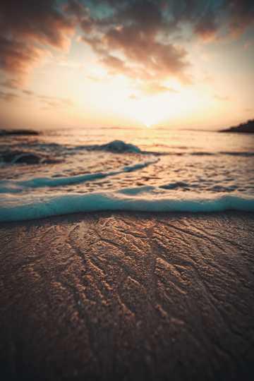 残阳沙滩唯美景致图片