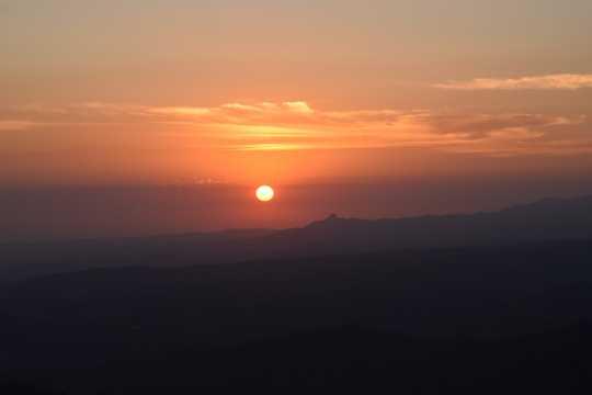 天空太阳残阳图片