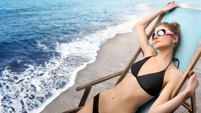 沙滩上的美女拍摄图片