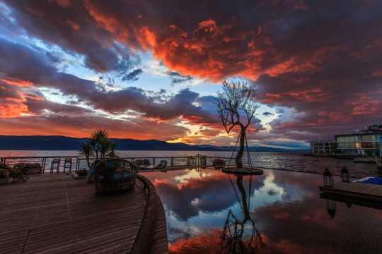 云南洱海朝阳景象图片