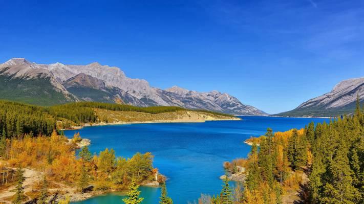 梦幻唯美的湖泊风景