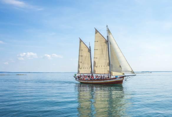 帆船在白天高清壁纸水的身体