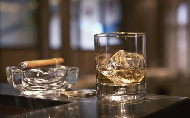 烟灰缸,威士忌,立场,玻璃,雪茄,冰
