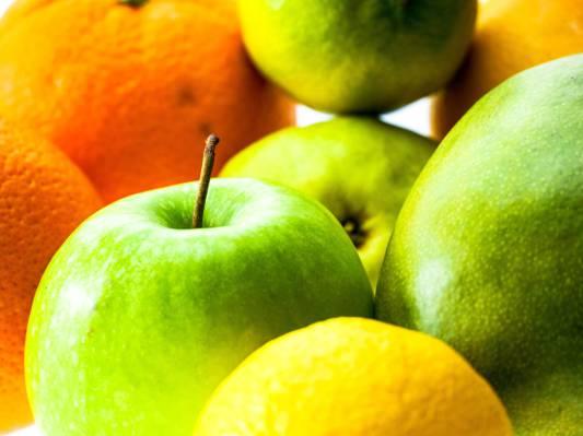 一堆青苹果和橙色水果高清壁纸