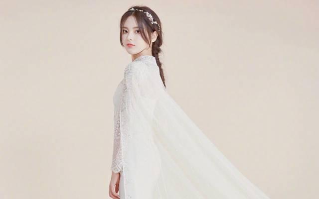 甜美女神杨超越清纯唯美婚纱写真