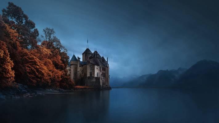 湖边古堡的唯美意境风光