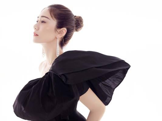刘芸芭莎珠时尚气质写真