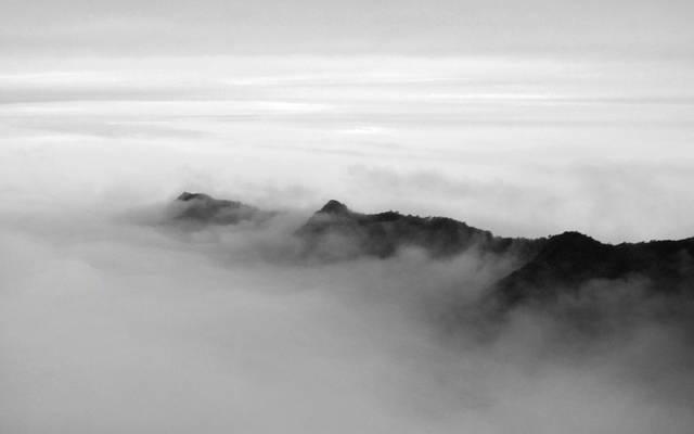 高耸入云的梵净山