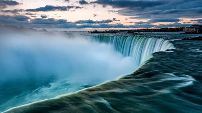 壮观的瀑布