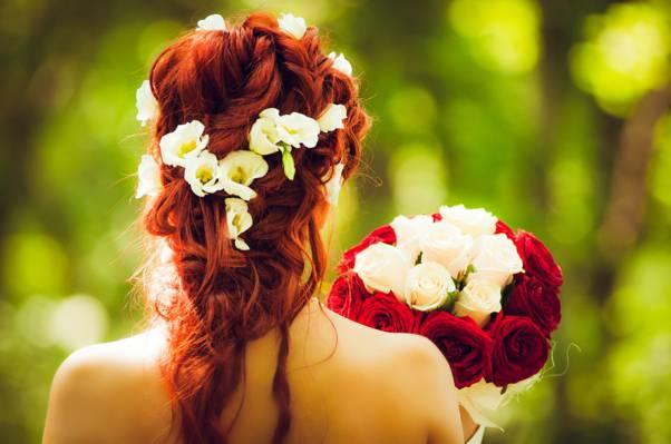 白色和红色的玫瑰高清壁纸花束的选择性焦点摄影