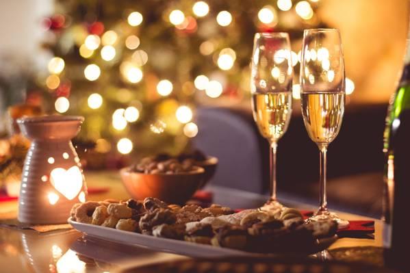 壁纸蜡烛,眼镜,香槟