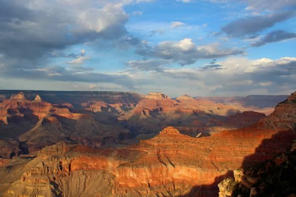 在白天高清壁纸山的风景照片