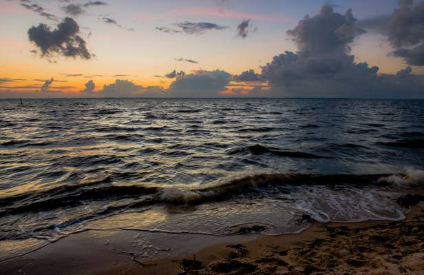 海浪与沙子高清壁纸