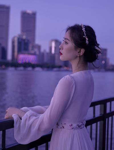 刘诗诗江边夜景大片
