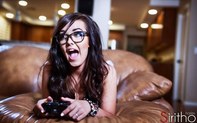 女孩,查理Siritho,的Xbox360,女孩,眼镜,喜悦,游戏手柄