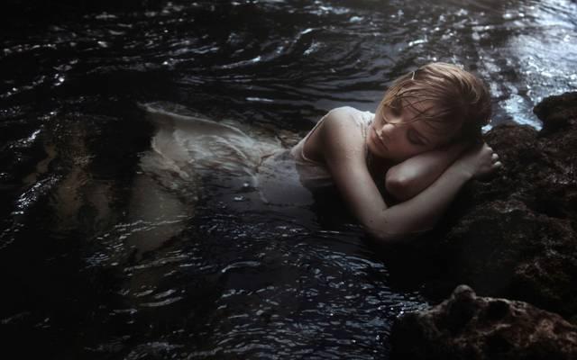 睡觉,寻求沉默,留下,女孩,在水中