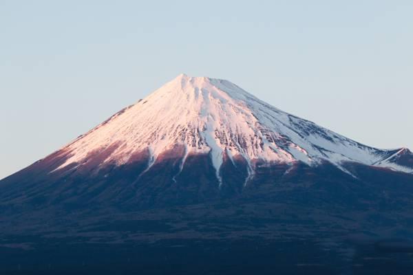 高耸的日本富士山