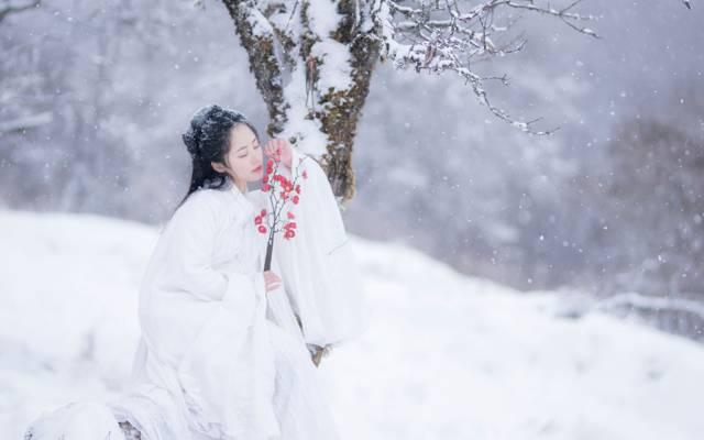 雪中温柔古装美女迷人写真